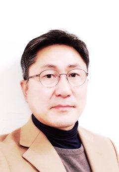 Eunseok Lee